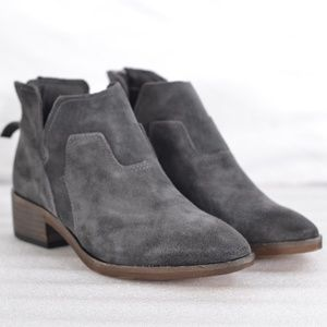 Dolce Vita Titus Suede Ankle Bootie 7.5 (A22-8B)